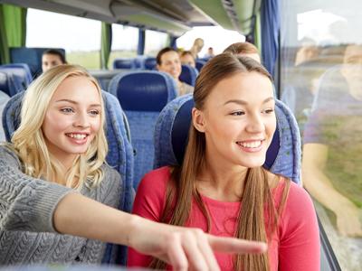 Schulklasse im Reisebus